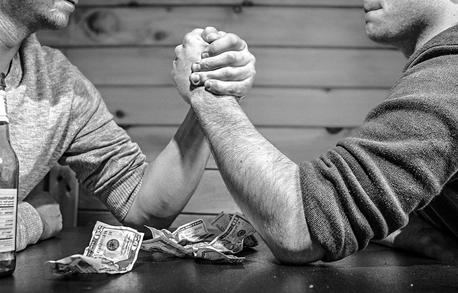 BW men arm wrestling money from thewallpaper